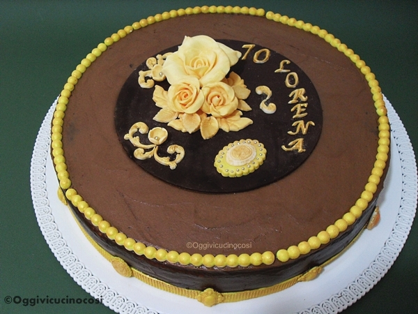 dark chocolate cake per 70 anni