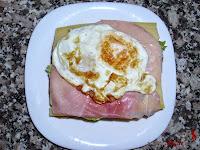 Sándwich especial de atún con huevo