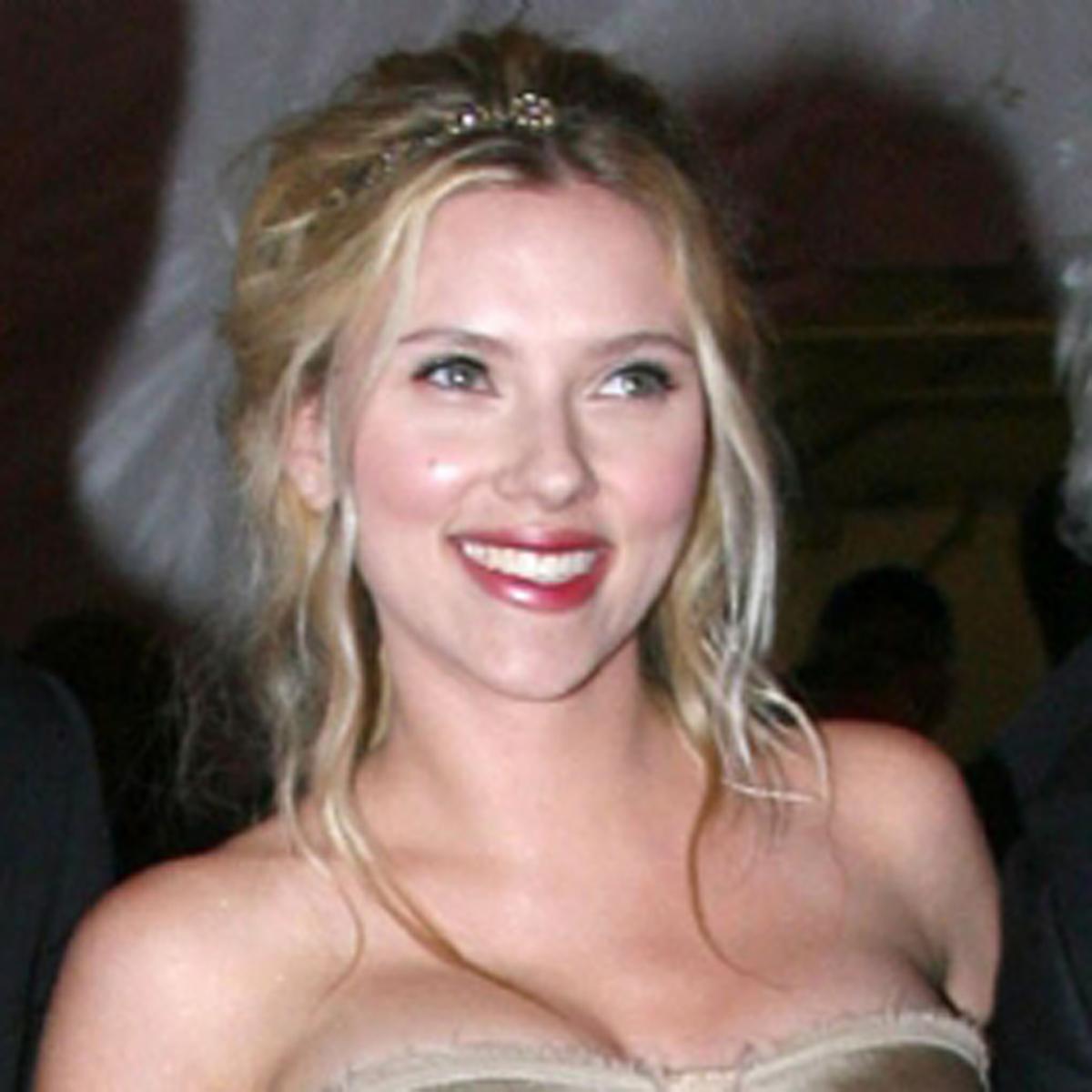 http://3.bp.blogspot.com/-cB4mXrWVFME/Thc6fz3S5FI/AAAAAAAAAjo/CHFR__XLa3o/s1600/Scarlett+Johansson.jpg