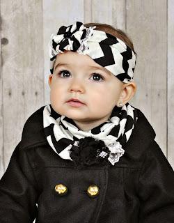 gambar foto bayi cewek pakai syal cantik