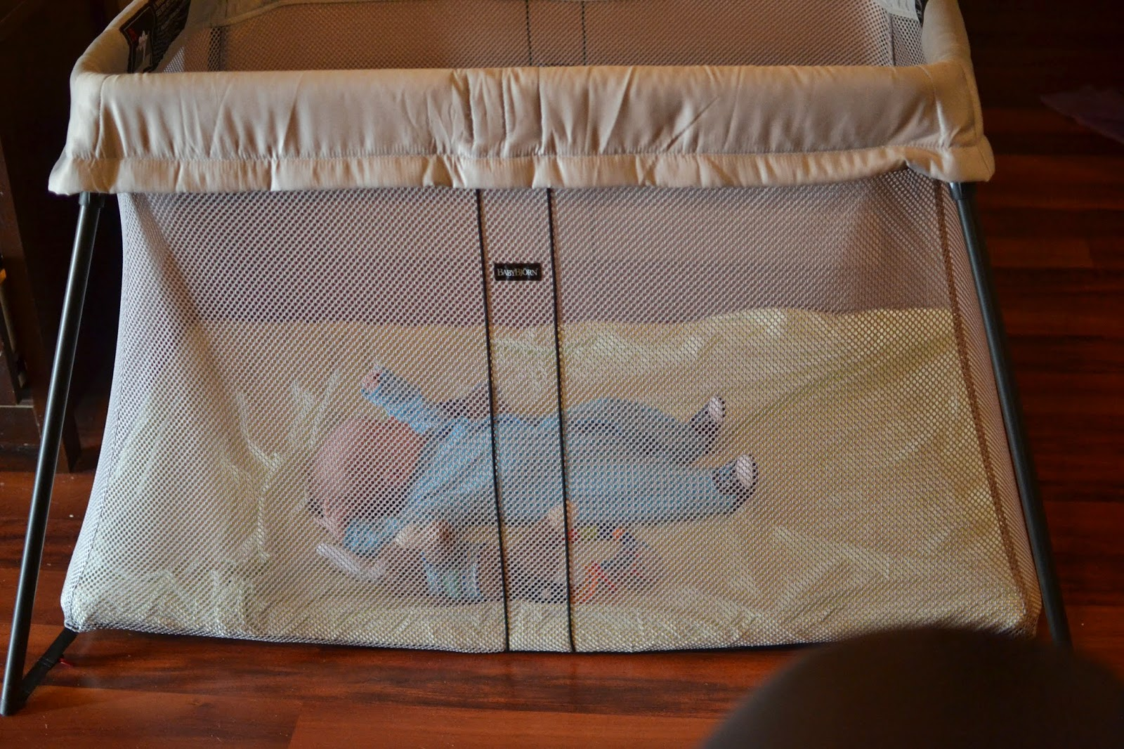 BABYBJÖRN #TravelLightCrib Review & #Giveaway