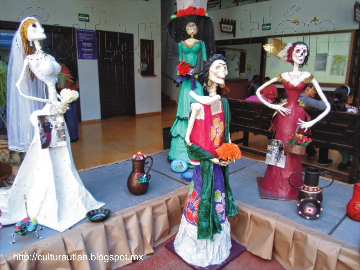 Estas catrinas permanecerán esta semana en Autlán y viajarán enseguida a exhibirse en otros municipios de la región.