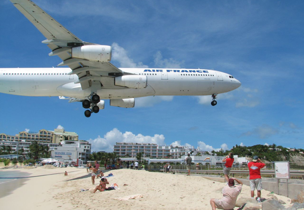 من أروع الشواطئ في العالم على خورة فقط ! maho.png