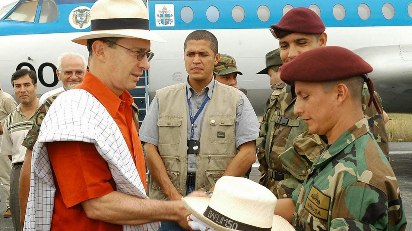Álvaro Uribe y las Fuerzas Militares