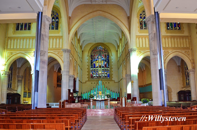 Bagian dalam St. Mary's Cathedral