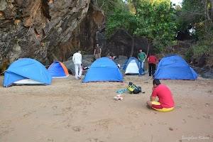 All trekkers preparing tents