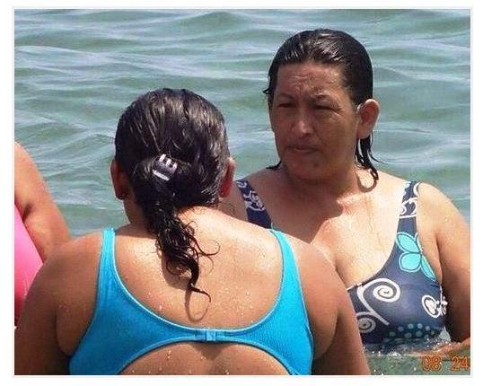 La cara de Chávez podria ser su gemela fotografiada en una playa