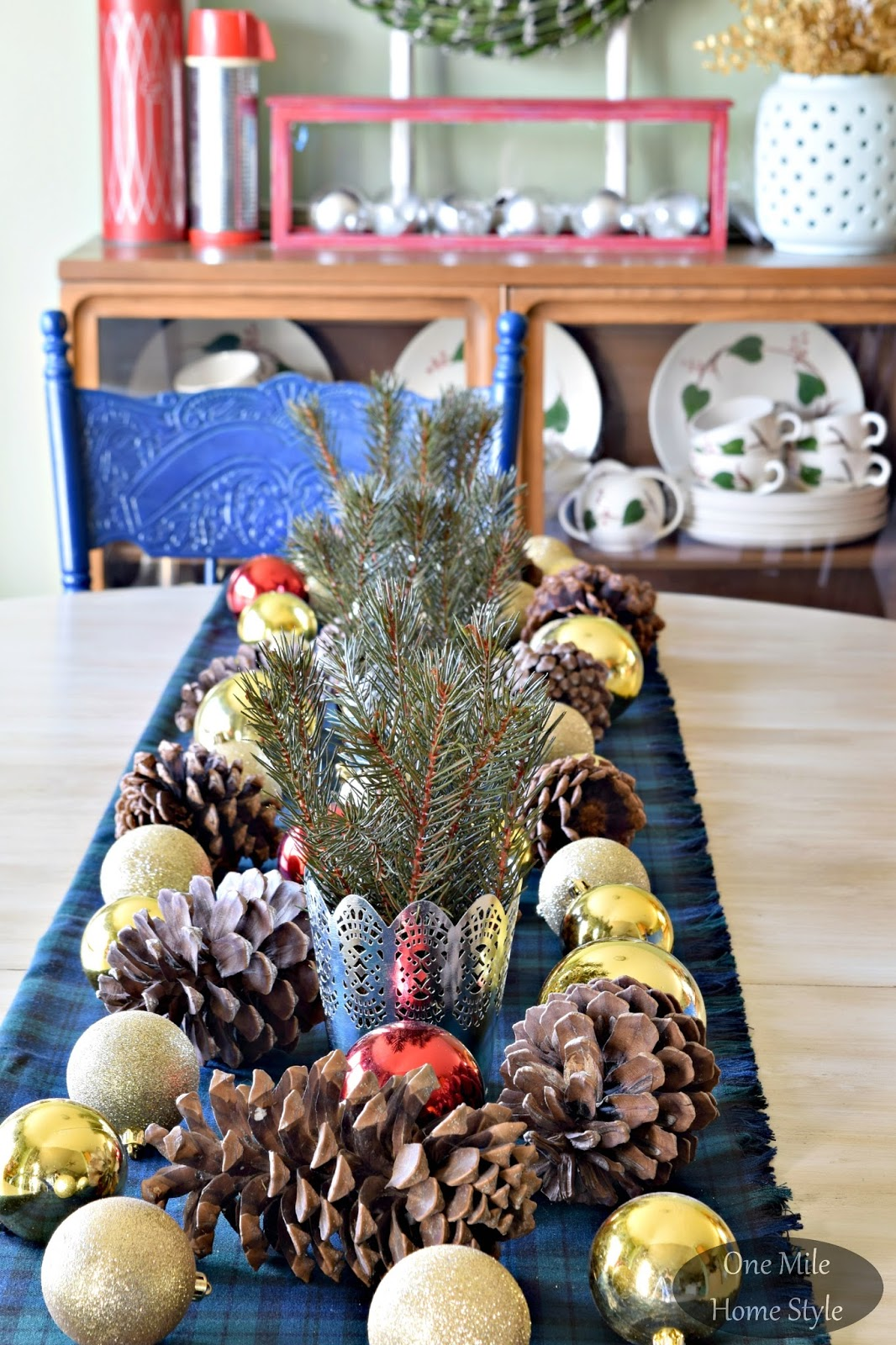 Christmas home tour 2015 - Interesting tables capes for christmas providing cozy gathering space ...
