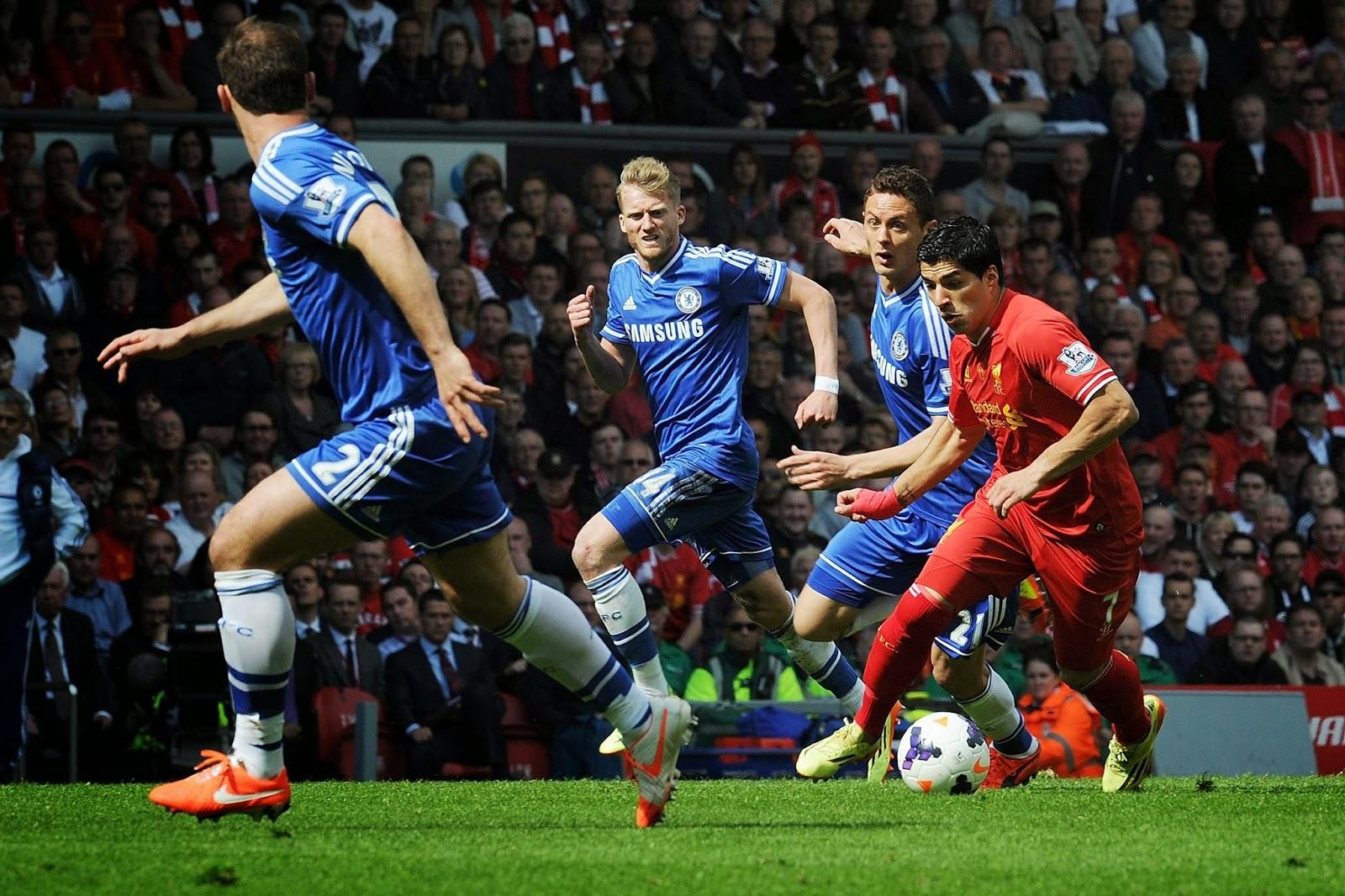Suarez dihadang tiga pemain Liverpool
