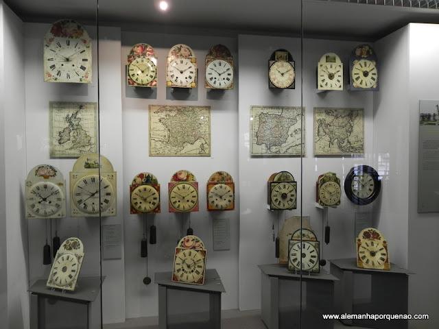 Exposição de relógios no Uhrenmuseum (Museu dos Relógios), em Furtwangen