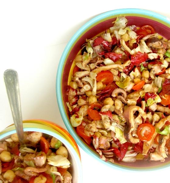 insalata di moscardini con pomodori e ceci