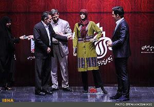 اهدا جایزه ویژه توسط وزیر ارشاد به یک مانکن بخاطر با حجابی  تا این حد |: