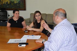 Prefeito Márcio Catão com Claudia Pacheco e Cristina Andriolo, do Sebrae/RJ: parceria em benefício de Teresópolis
