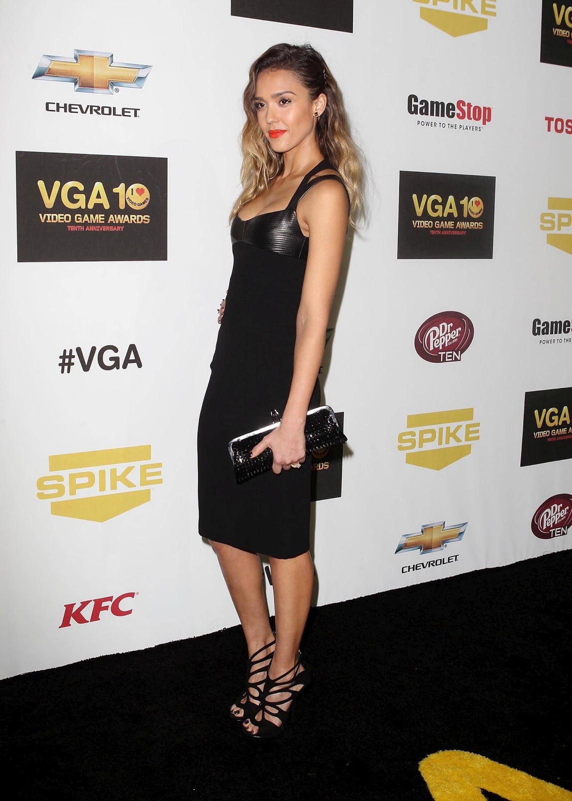 http://3.bp.blogspot.com/-cF0GQw3uSwk/UMRLeKgElcI/AAAAAAABNrE/EzDRvIC-5-w/s1600/Jessica-Alba-Spike-TV-10th-Annual-Video-Game-Awards+(3).jpg