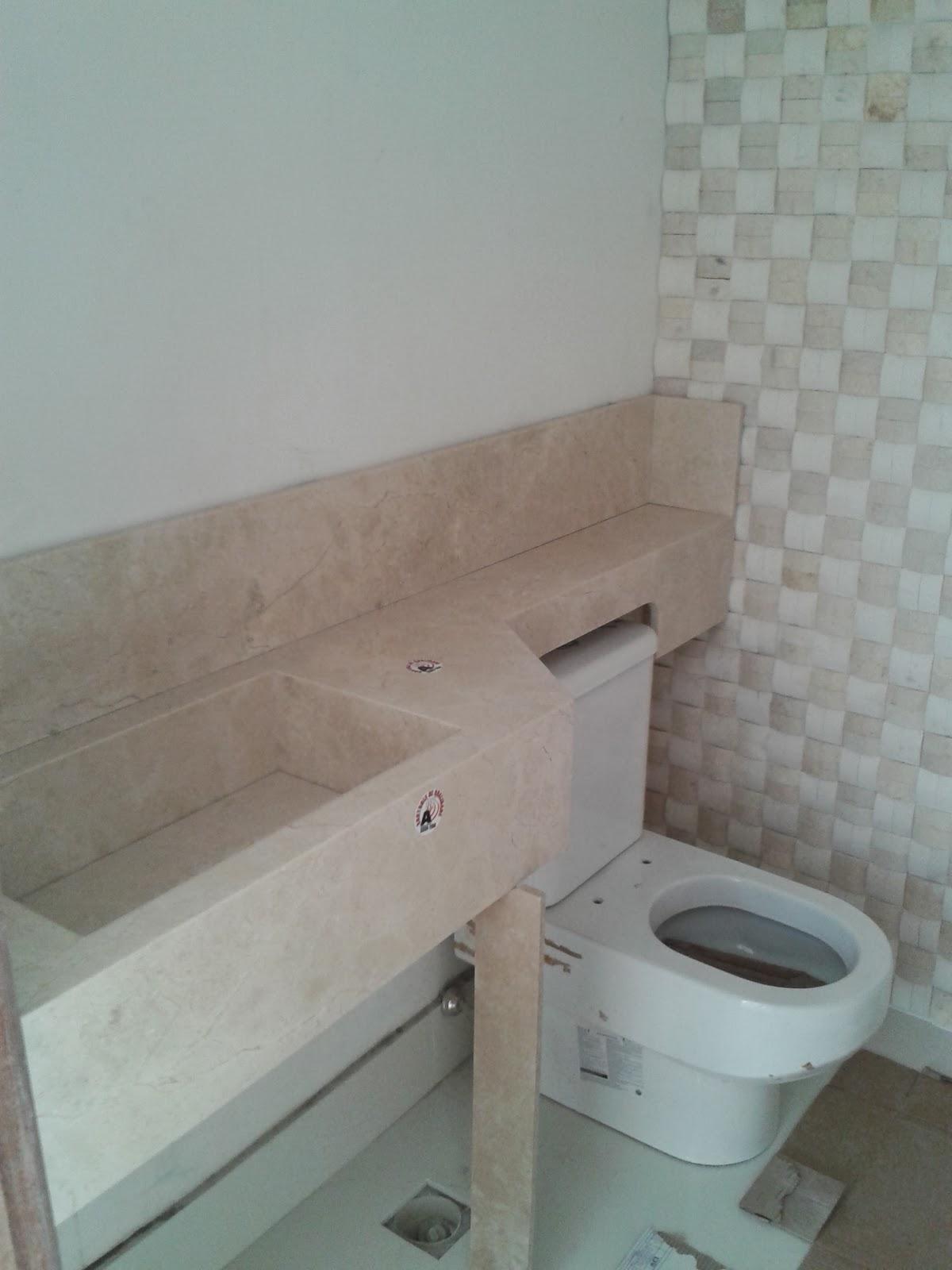 Nossa Tão sonhada Casinha Revestimento dos Banheiros -> Como Instalar Pia De Banheiro Com Coluna Suspensa