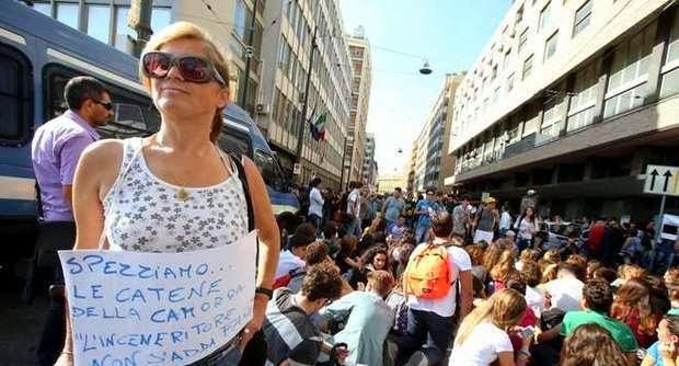 PROTESTA A NAPOLI PER INCENERITORE DI GIUGLIANO