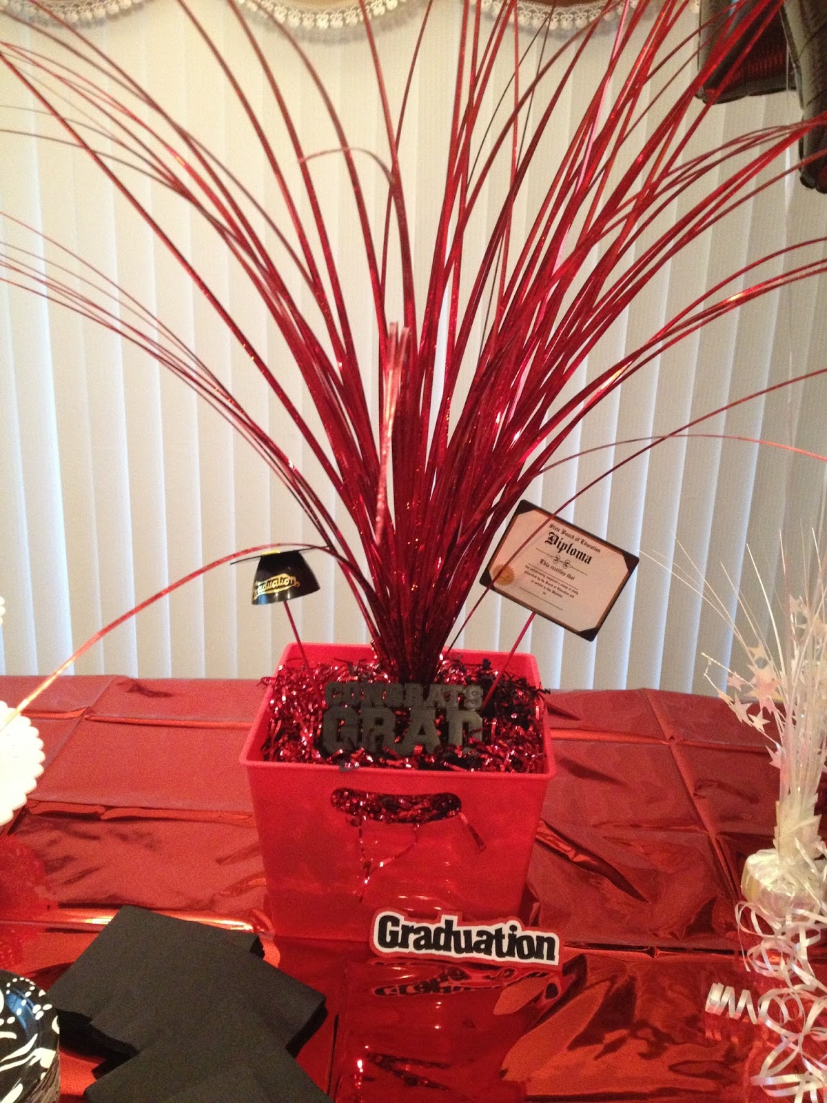 Red Graduation Centerpieces : Elegant party savvy valedictorian open house