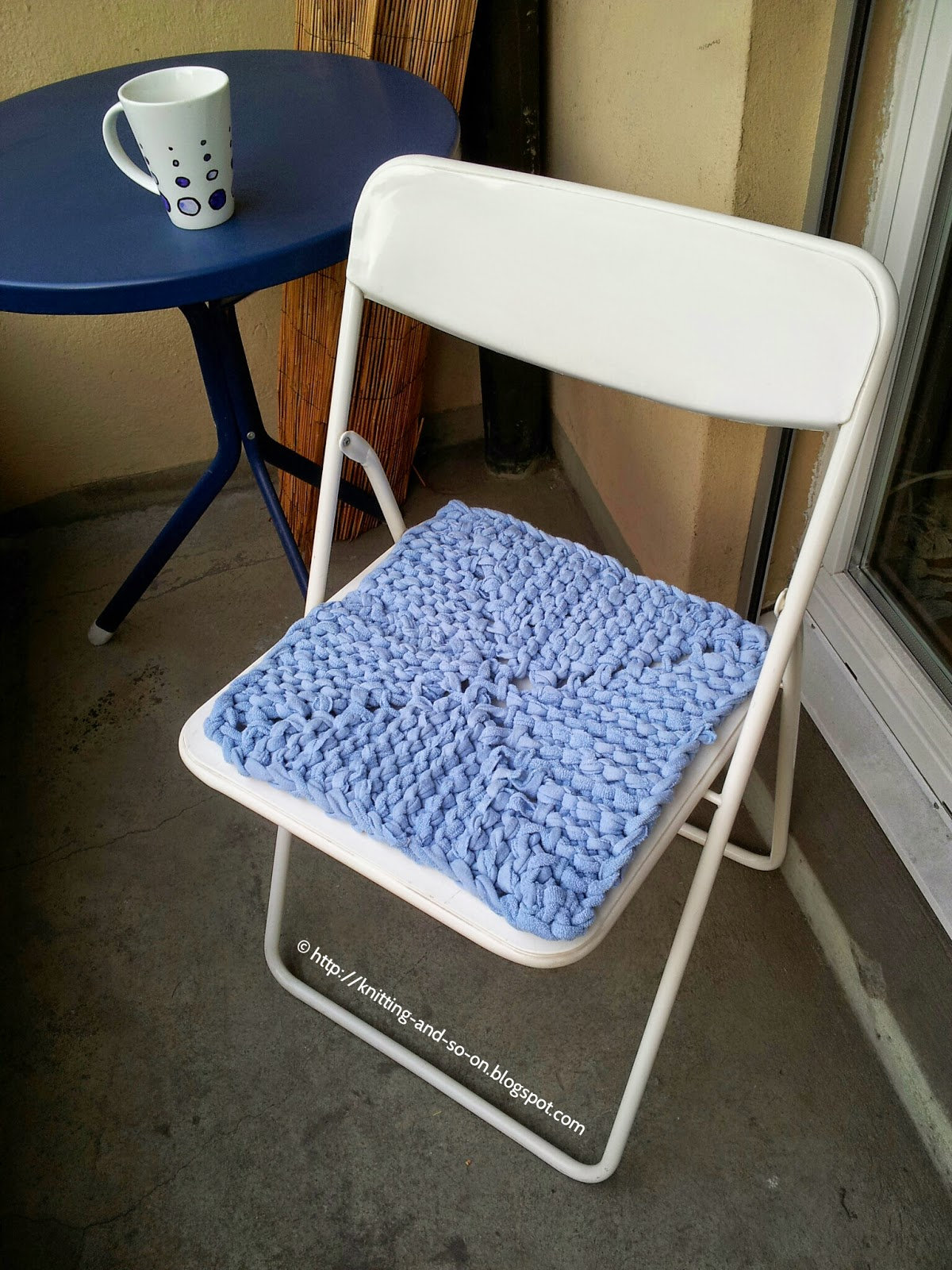 Free Tutorial: Chair Cover knitted from an old blanket