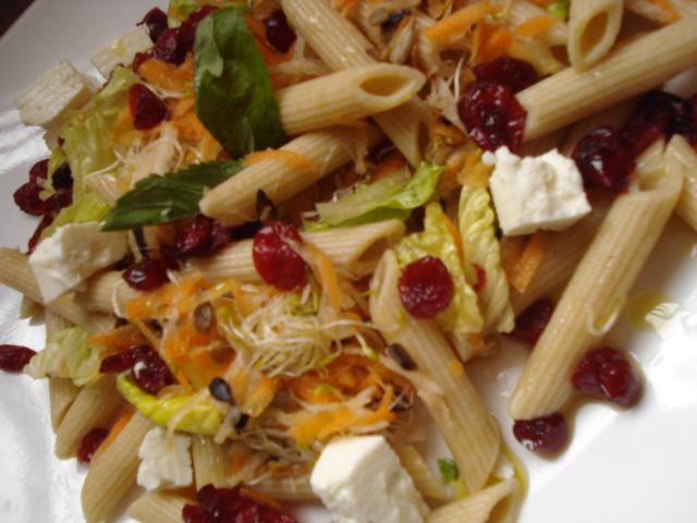 Ensalada multicolor con pasta integral nutricampeones for Ensalada de pasta integral