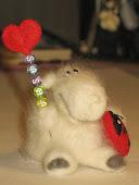 Овечка - *SASHA * - моё первое валяние игрушек:)