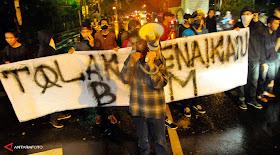 Demo BBM Naik, Sudah 4 Jam Mahasiswa UKI Blokir Jalan Diponegoro