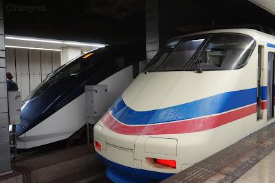 京成上野駅に停車中のAE100形とAE形