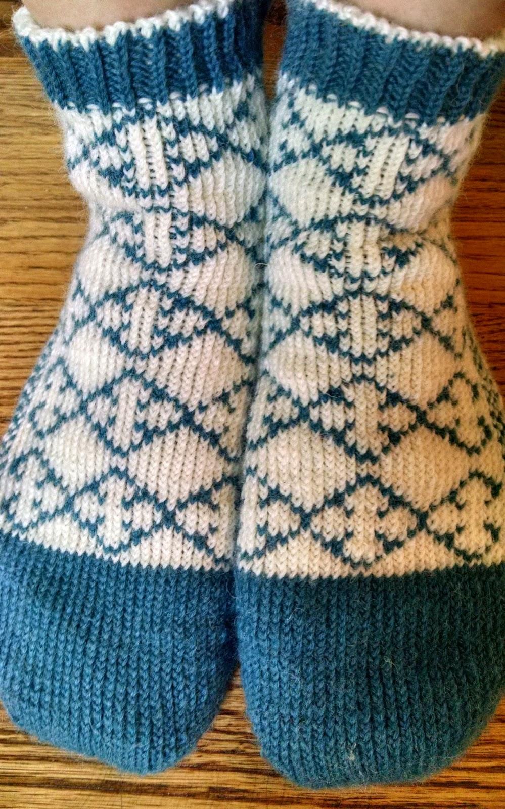Quatrefoil Knitting Pattern : Pattern: Quatrefoil Reversible Slipper Socks Knit A Bit, Crochet Away