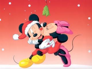 Mickey y Minie en Navidad bajo un muérdago