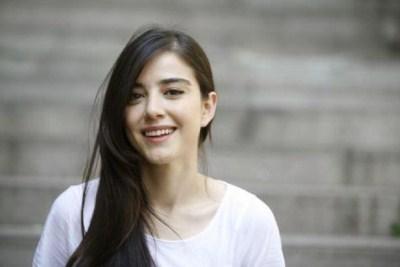 Profil Ozge Gurel Pemeran Oyku (Cinta di Musim Cherry)
