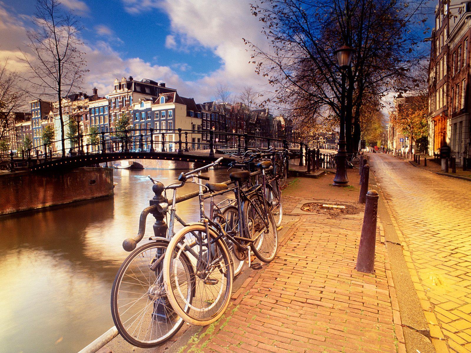 http://3.bp.blogspot.com/-cGZfF41G4zg/TefL_MF4YZI/AAAAAAAAAk4/ccFbkCgkut0/s1600/Noord-Holland+Province%252C+Amsterdam%252C+The+Netherlands.jpg
