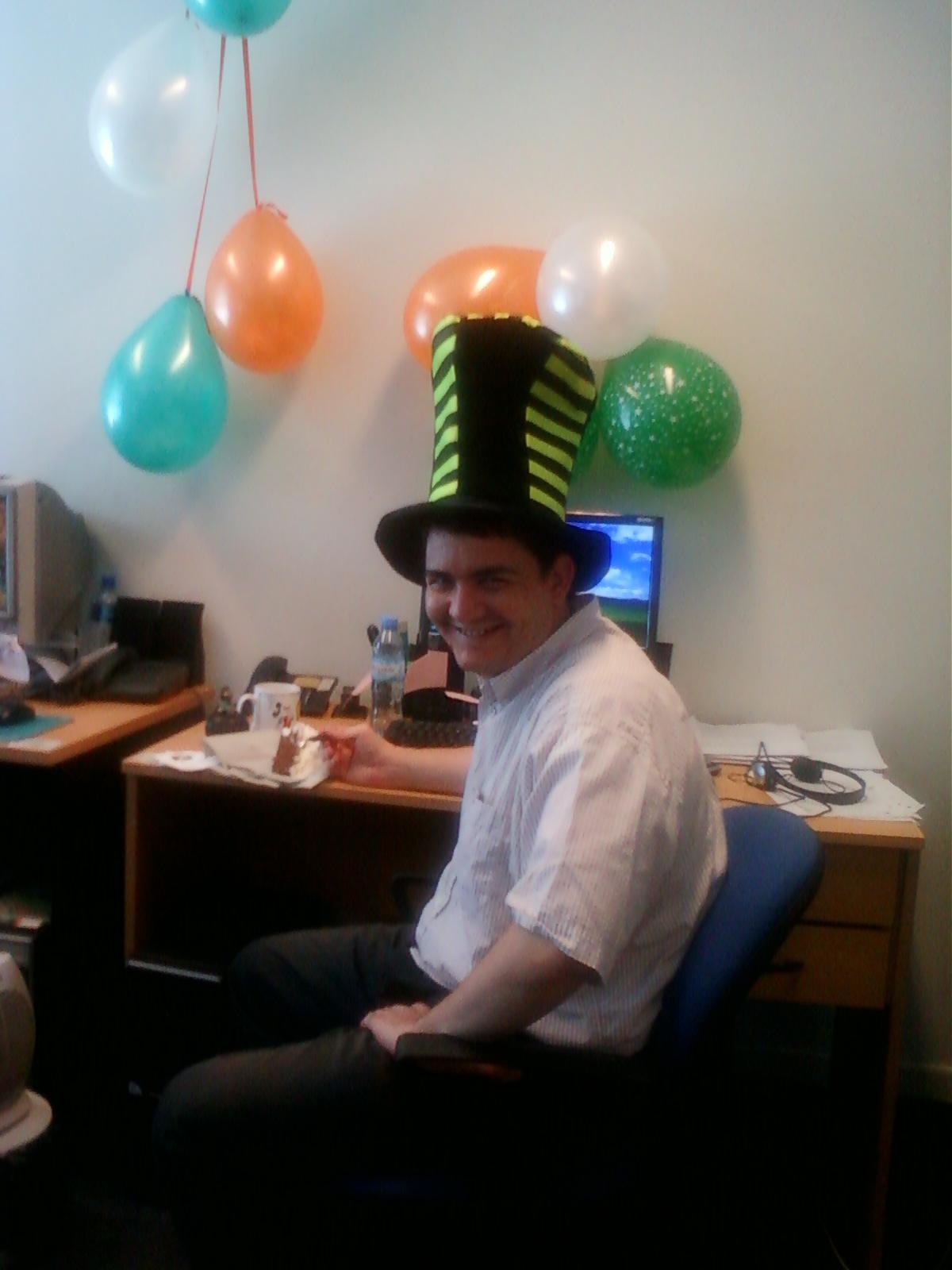 El blog de sirthomas sirblogs cuarto aniversario for Unas para oficina