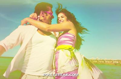 Katrina Kaif Dancing with Salman on Beach - Katrina Kaif Beach Pics Ek Tha Tiger
