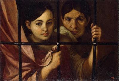 Deux femmes derrière une grille