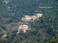 El conjunt de Valldaura, sota la carena de la Devesa, vist des del camí a la Roca dels Plans