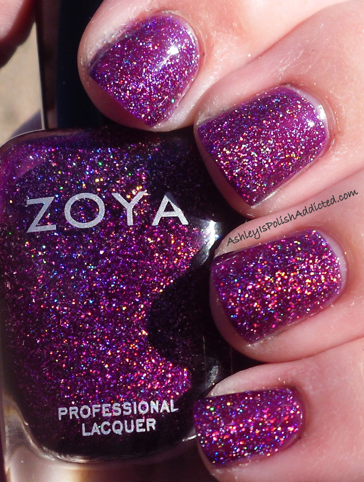 [Flash Contest] Show me a polish that everyone should have ... Zoya Trixie