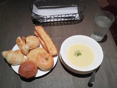 パン食べ放題+コーンスープ¥583 ビストロ309カラフルタウン岐阜店6回目