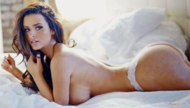 Topless de Abigail Ratchford