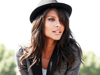 Emanuela De Paula HD Wallpaper