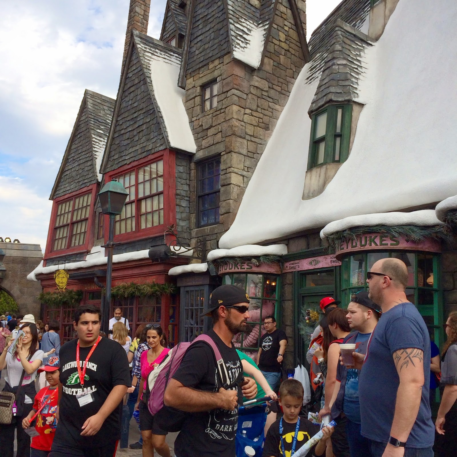 hogsmeade harry potter world universal studios