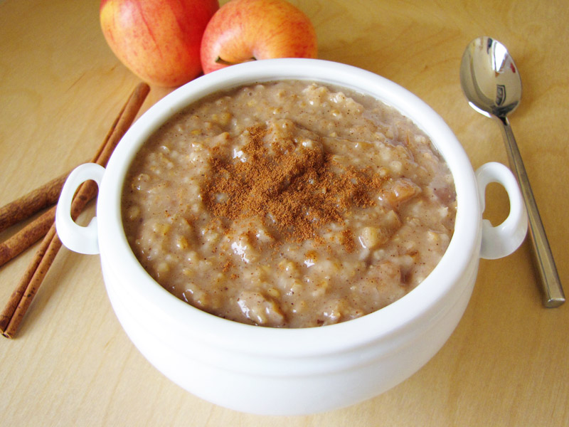 apple cinnamon slow cooker steel-cut oatmeal | Sweet Anna's
