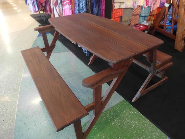 meja kerusi pelbagai bentuk