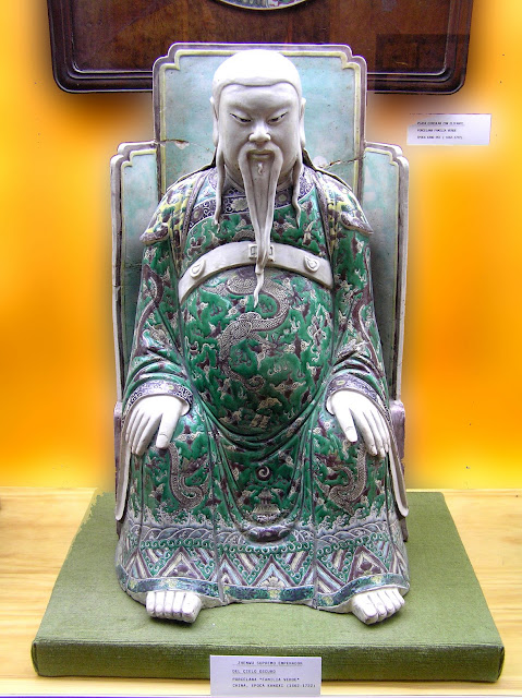Estatua de Zhen Wu en el Museo Oriental de Valladolid