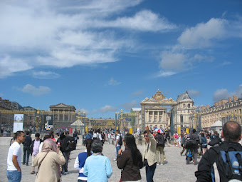 Crowds approaching Versailles