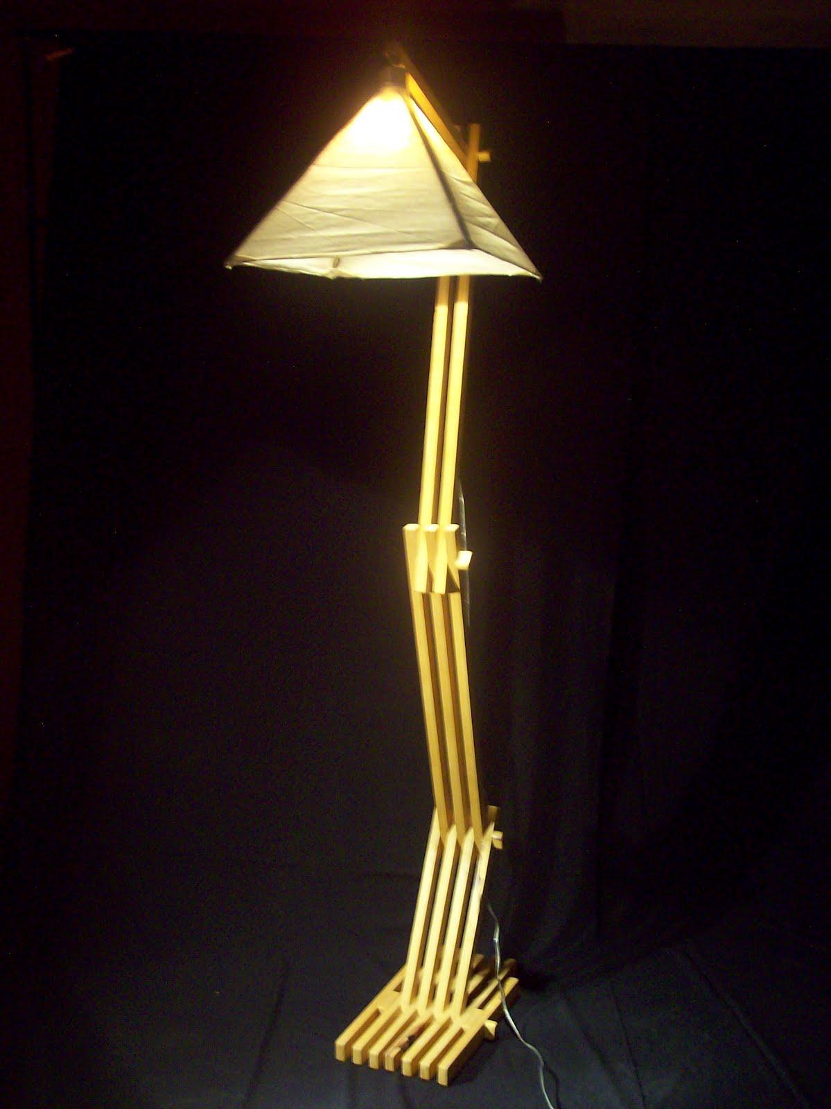 Wood floor lamp l mpara de pie en madera - Lampara de pie de madera ...
