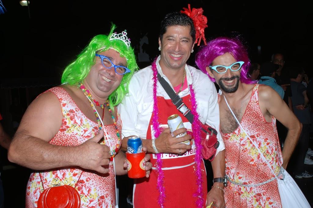 Mário Jorge Aranha (ao centro), presidente do Bloco Piranhas da Serra, marca presença no desfile do Bebe Rindo