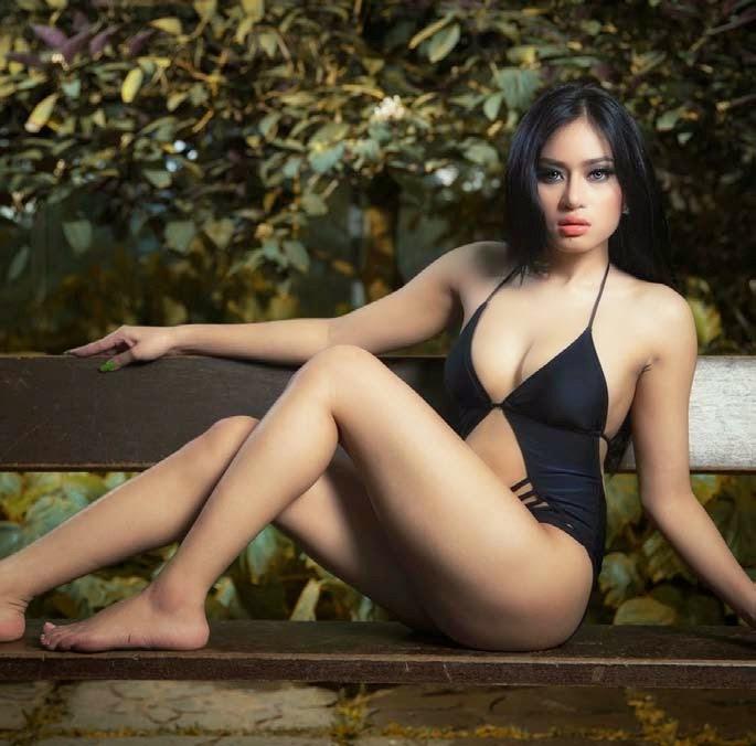 Angel Aqilla In Black Swimsuit Sexy