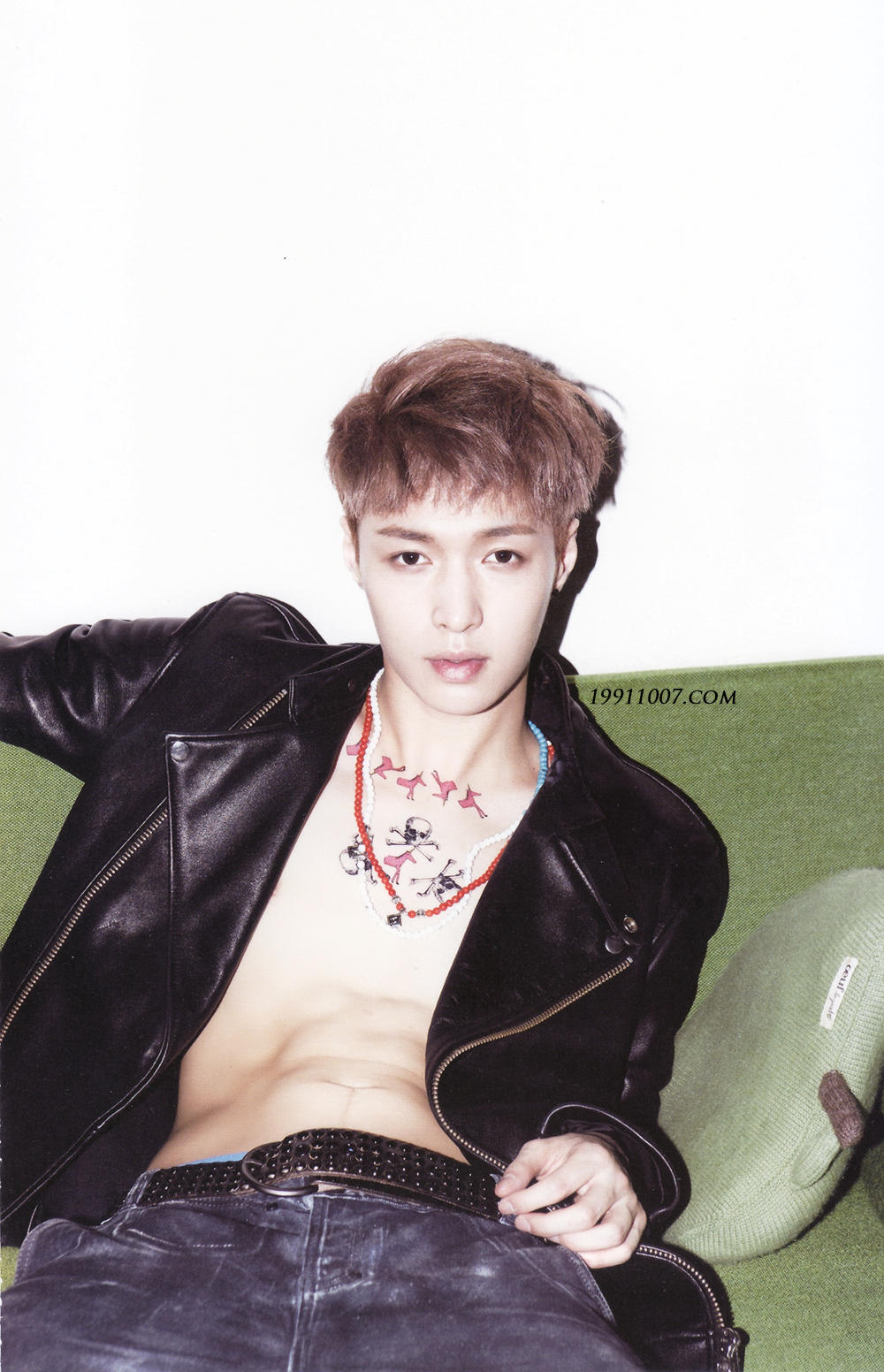 our yixing 130805scan 1st album xoxo repackage growl