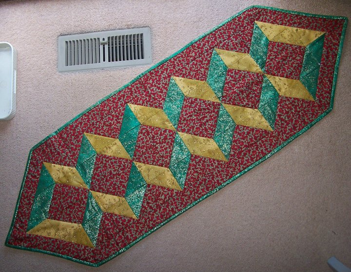 Free Quilt Patterns Table Runners Download : table runner: NEW 137 FREE TABLE RUNNER QUILT PATTERNS TO DOWNLOAD