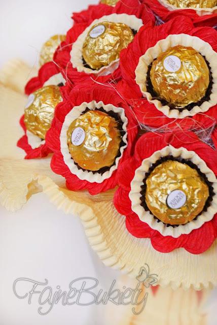 bukiet z 18 czekoladek cukierków ferrero rocher