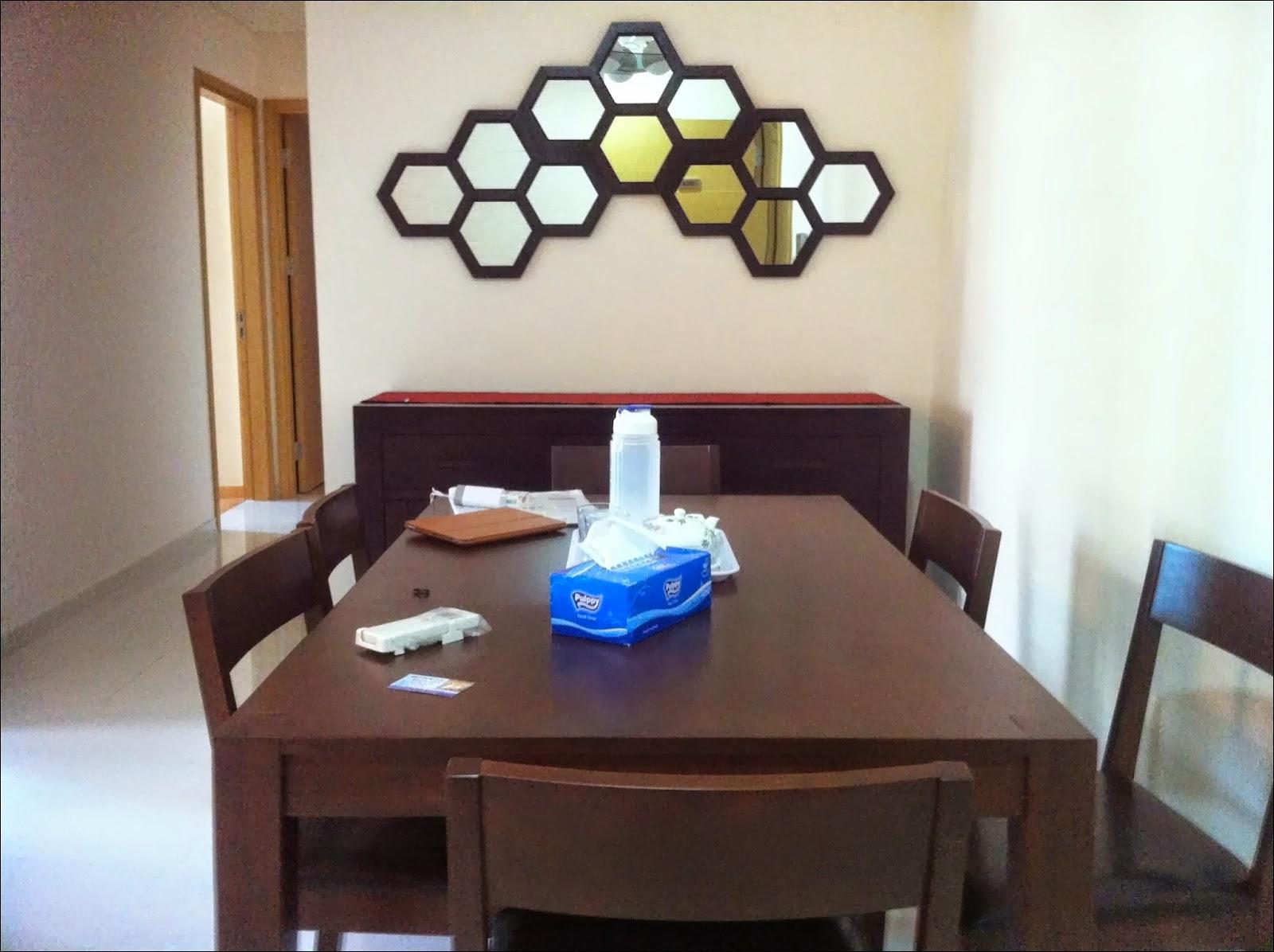 Phòng ăn căn hộ The Vista 2 phòng ngủ view hồ bơi